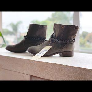 Boots size 7.5 Belt buckle removable